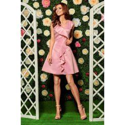 Sukienki balowe: Oszałamiająca sukienka z falbaną pudrowy róż
