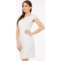 Sukienki balowe: Szykowna sukienka z żakardowym wzorem