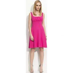 Fuksja Sukienka na Szerokich Ramiączkach. Czerwone sukienki balowe marki Lemoniade, na imprezę, z satyny, z kopertowym dekoltem, z długim rękawem, kopertowe. Za 93,90 zł.