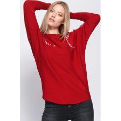 Bordowy Sweter Whereabouts. Czerwone swetry klasyczne damskie Born2be, l, z dekoltem w łódkę. Za 49,99 zł.