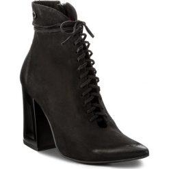 Botki CARINII - B4181 360-000-PSK-C28. Czarne buty zimowe damskie marki Carinii, z nubiku, na obcasie. W wyprzedaży za 259,00 zł.