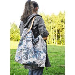 Torba tote XXL - print, monstera. Brązowe torebki klasyczne damskie Pakamera, z tkaniny, duże. Za 179,00 zł.
