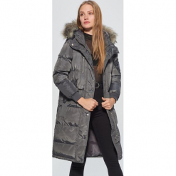 Pikowany płaszcz z kapturem - Szary. Szare płaszcze damskie marki Cropp, l. W wyprzedaży za 239,99 zł.