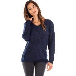 Swetry oversize damskie: Sweter w kolorze granatowym