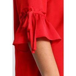 Bluzki asymetryczne: Zizzi MALCAPULCO BLOUSE 3/4 SLEEVE Bluzka tango red