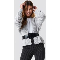 NA-KD Sweter z grubym splotem - Grey. Szare swetry klasyczne damskie NA-KD, ze splotem. Za 242,95 zł.