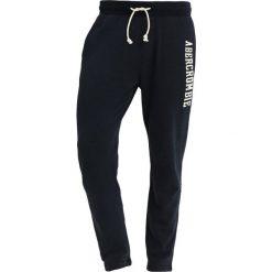Abercrombie & Fitch CORE LOGO CLASSIC PANT Spodnie treningowe navy. Niebieskie spodnie dresowe męskie Abercrombie & Fitch, z bawełny. Za 349,00 zł.