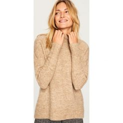 Miękki sweter ze stójką - Beżowy. Brązowe swetry klasyczne damskie Reserved, l, ze stójką. Za 119,99 zł.