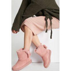 Różowe Śniegowce Distended. Czerwone buty zimowe damskie other, z materiału, z okrągłym noskiem, na płaskiej podeszwie. Za 99,99 zł.