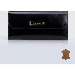 Minimalistyczny portfel z klapą. Szare portfele damskie marki Monnari, ze skóry, małe. Za 94,50 zł.