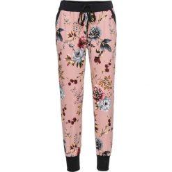 Spodnie dresowe damskie: Spodnie dresowe bonprix jasnoróżowy w kwiaty