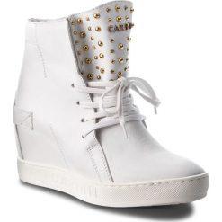 Sneakersy CARINII - B4392  G34-000-000-B88. Białe sneakersy damskie Carinii, z materiału. W wyprzedaży za 239,00 zł.