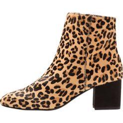 Dune London OLYVEA Ankle boot brown. Brązowe botki damskie na zamek Dune London, z materiału. Za 399,00 zł.