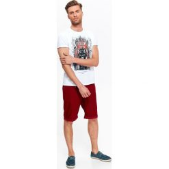 T-SHIRT MĘSKI Z NADRUKIEM. Szare t-shirty męskie z nadrukiem Top Secret, na lato, m. Za 19,99 zł.