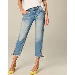 Jeansy skinny z wiązaniem - Niebieski. Niebieskie jeansy damskie marki Mohito. W wyprzedaży za 119,99 zł.