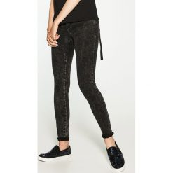 Spodnie damskie: Jeansy regular skinny - Czarny
