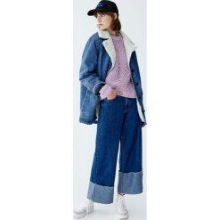 Szenilowy sweter z fantazyjnymi elementami. Niebieskie swetry klasyczne damskie Pull&Bear. Za 79,90 zł.