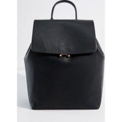 Plecak z uchwytem - Czarny. Czerwone plecaki damskie marki Mohito, z bawełny. Za 99,99 zł.