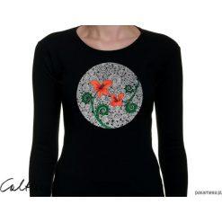 Czerwone kwiaty - damska koszulka z rękawem. Czarne bluzki z odkrytymi ramionami marki KIPSTA, m, z elastanu, z długim rękawem, na fitness i siłownię. Za 79,00 zł.