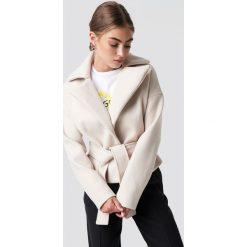 Rut&Circle Krótki płaszcz Tove - Beige. Brązowe płaszcze damskie Rut&Circle, w paski. Za 323,95 zł.