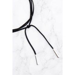 Naszyjniki damskie: NA-KD Accessories Zamszowy naszyjnik z metalowym detalem - Black