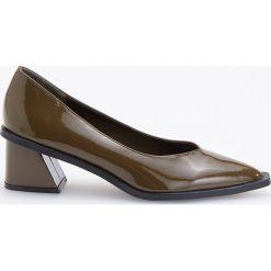 Czółenka na średnim obcasie - Zielony. Białe buty ślubne damskie marki Reserved, na wysokim obcasie. Za 159,99 zł.