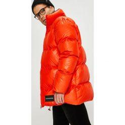 Calvin Klein Jeans - Kurtka puchowa. Czerwone kurtki męskie bomber Calvin Klein Jeans, m, z jeansu. Za 1599,00 zł.