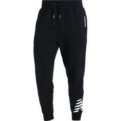 Spodnie dresowe męskie: New Balance ESSENTIALS GRAPHIC Spodnie treningowe black