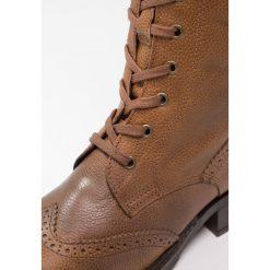 Be Natural WIDE FIT Kozaki sznurowane saffron antic. Żółte buty zimowe damskie Be Natural, z materiału. W wyprzedaży za 318,45 zł.