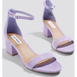 Steve Madden Sandały Irenee - Purple. Fioletowe sandały damskie marki Steve Madden, na niskim obcasie, na obcasie. Za 404,95 zł.