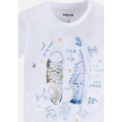 Mayoral - T-shirt dziecięcy 92-134 cm. Szare t-shirty chłopięce z nadrukiem Mayoral, z bawełny, z okrągłym kołnierzem. Za 54,90 zł.