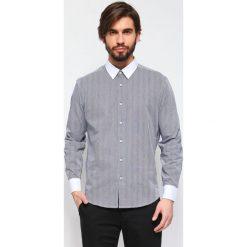 KOSZULA DŁUGI RĘKAW MĘSKA REGULAR FIT. Szare koszule męskie marki Top Secret, m, z klasycznym kołnierzykiem, z długim rękawem. Za 39,99 zł.