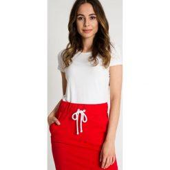 Minispódniczki: Krótka czerwona spódnica wiązana sznurem BIALCON