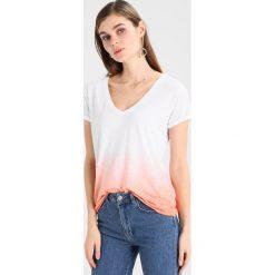 T-shirty damskie: Juvia TIE DYE SHORT SLEEVE TEE Tshirt z nadrukiem neon peach
