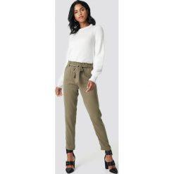 Spodnie damskie: NA-KD Spodnie z wiązaniem - Green