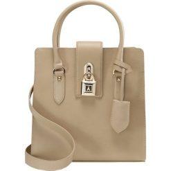 Patrizia Pepe LOCK BORSA BAG SMALL Torebka spring beige. Brązowe torebki klasyczne damskie Patrizia Pepe. W wyprzedaży za 928,85 zł.