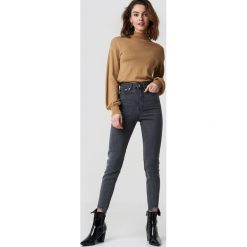 NA-KD Jeansy slim z wysokim stanem - Grey. Szare spodnie z wysokim stanem NA-KD, z jeansu. Za 202,95 zł.