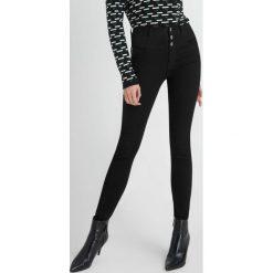 Odzież damska: Jeansy skinny z wysokim stanem
