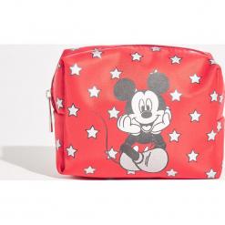 Kosmetyczka Mickey Mouse - Czerwony. Czerwone kosmetyczki damskie Sinsay, z motywem z bajki. Za 19,99 zł.