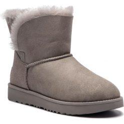 Buty UGG - W Classic Cuff Mini 1016417 W/Sel. Szare buty zimowe damskie marki Ugg, z materiału, z okrągłym noskiem. Za 799,00 zł.