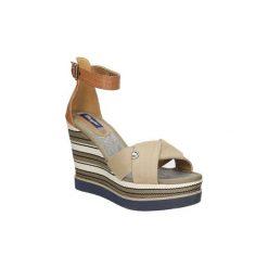 Sandały Wrangler  Sandały na koturnie  Kelly Sunshine WL171662. Szare sandały damskie Wrangler, na koturnie. Za 208,99 zł.