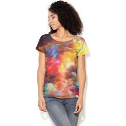 Colour Pleasure Koszulka damska CP-034  249 żółto-pomarańczowo-czerwono-niebieska r. XL-XXL. Brązowe bluzki damskie marki Colour pleasure, xl. Za 70,35 zł.