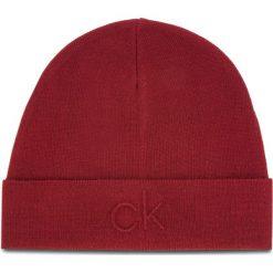 Czapka CALVIN KLEIN - Ck Embossed Beanie K50K504092 628. Czerwone czapki męskie Calvin Klein, z materiału. Za 179,00 zł.