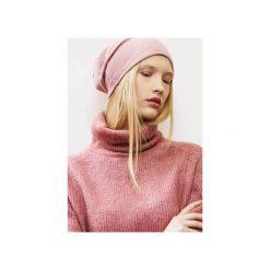 Wygodna i Kobieca Czapka BEANIE w kolorze pudrowego różu. Czerwone czapki zimowe damskie CADOaccessories, z bawełny. Za 49,00 zł.