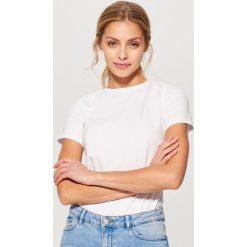 Bawełniana koszulka basic - Biały. Brązowe t-shirty damskie marki Mohito, m. Za 29,99 zł.