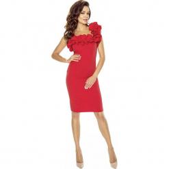 Czerwona Sukienka Koktajlowa z Asymetryczną Falbanką. Czerwone sukienki asymetryczne marki Molly.pl, na imprezę, s, z tkaniny, eleganckie, z asymetrycznym kołnierzem, na ramiączkach. Za 179,90 zł.