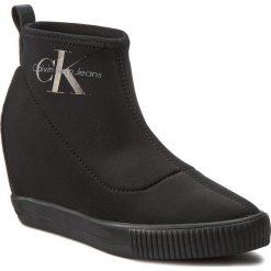 Botki CALVIN KLEIN JEANS - Ryo R3546 Black. Czarne botki damskie na obcasie Calvin Klein Jeans, z gumy. W wyprzedaży za 349,00 zł.