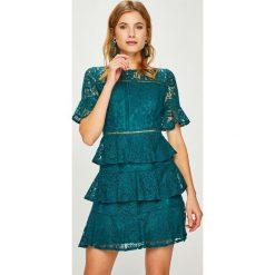 Answear - Sukienka. Szare sukienki balowe marki ANSWEAR, l, z bawełny, z okrągłym kołnierzem, z krótkim rękawem, mini, proste. Za 249,90 zł.