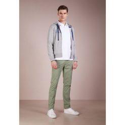 Blauer FELPA APERTA CAPPUCCIO Bluza rozpinana grigio. Białe bluzy męskie rozpinane marki Blauer. W wyprzedaży za 347,40 zł.