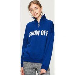 Bluza z golfem - Niebieski. Czerwone bluzy damskie marki Sinsay, l, z nadrukiem. Za 59,99 zł.